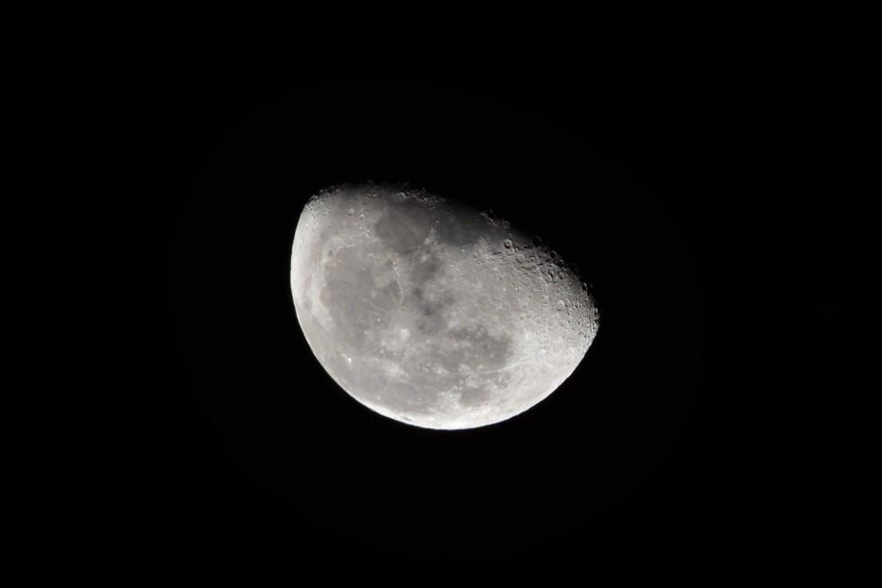 waning super moon