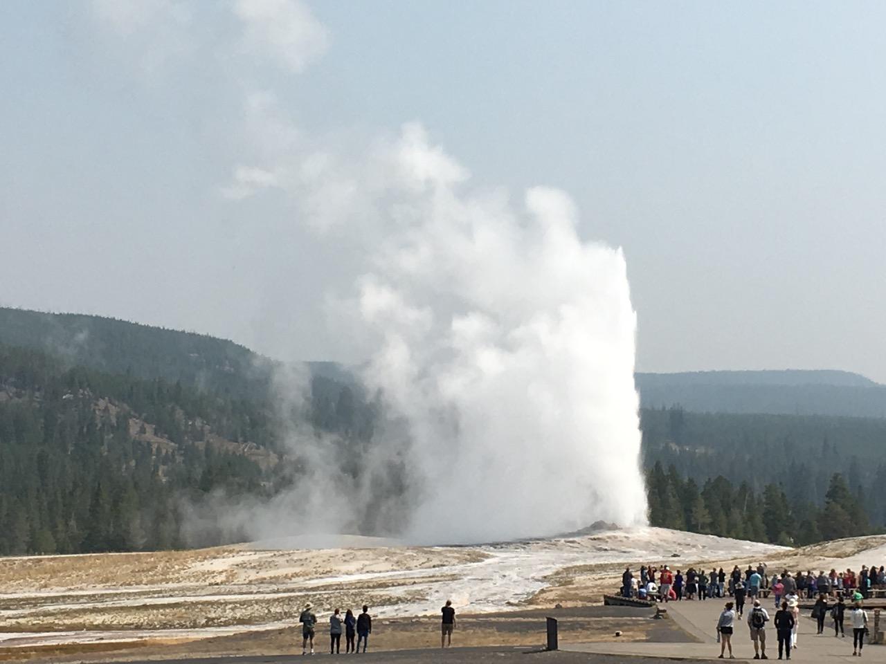 old faithful geyser eruption water pressure steam spout