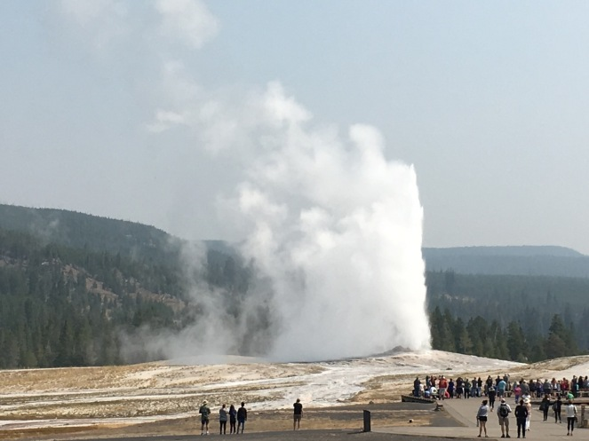 old faithful geyser eruption water pressure steam spout